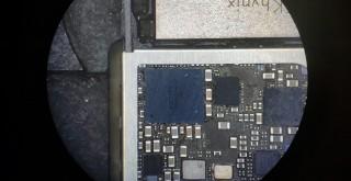 Očistený a spájkovaný čip